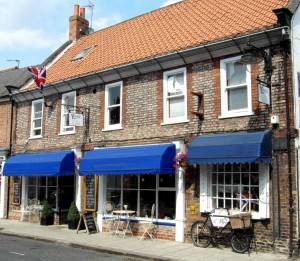 Kitchen, 10-12 Market Place, Snaith, DN14 9HE, Tel: 01405 862662 www.kitchensnaith.co.uk Click the Image to visit the website.